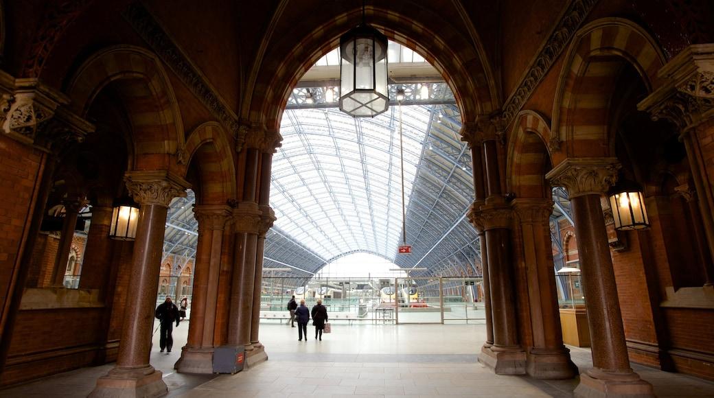 Queen\'s House mostrando vistas internas, arquitetura moderna e arquitetura de patrimônio