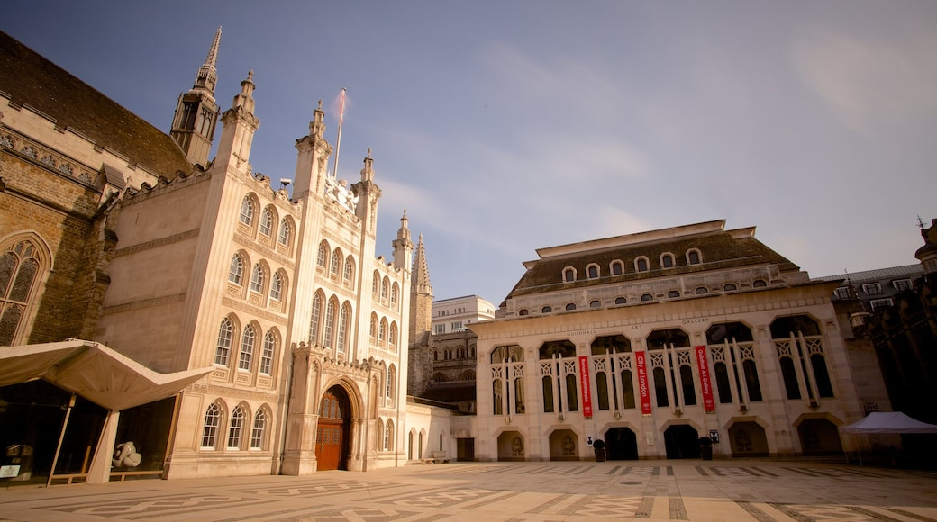 London Guildhall showing a square or plaza, heritage architecture and heritage elements
