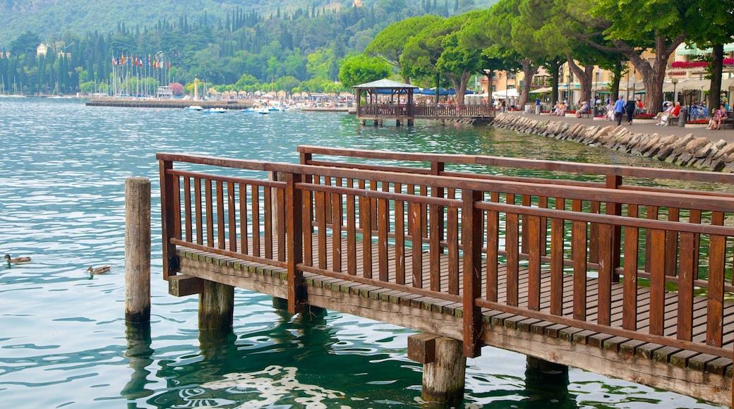 Garda welches beinhaltet See oder Wasserstelle