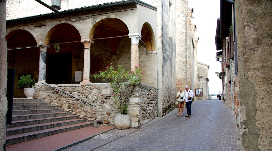 Santa Maria Maggiore mettant en vedette petite ville ou village et scènes de rue