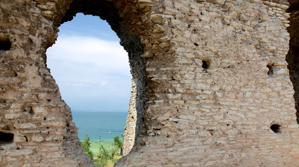 Catullo Grotte das einen Geschichtliches, Ruine und See oder Wasserstelle