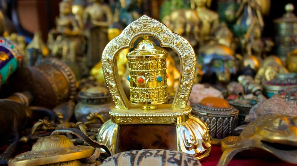 Swayambhunath joka esittää markkinat ja uskonnolliset aiheet