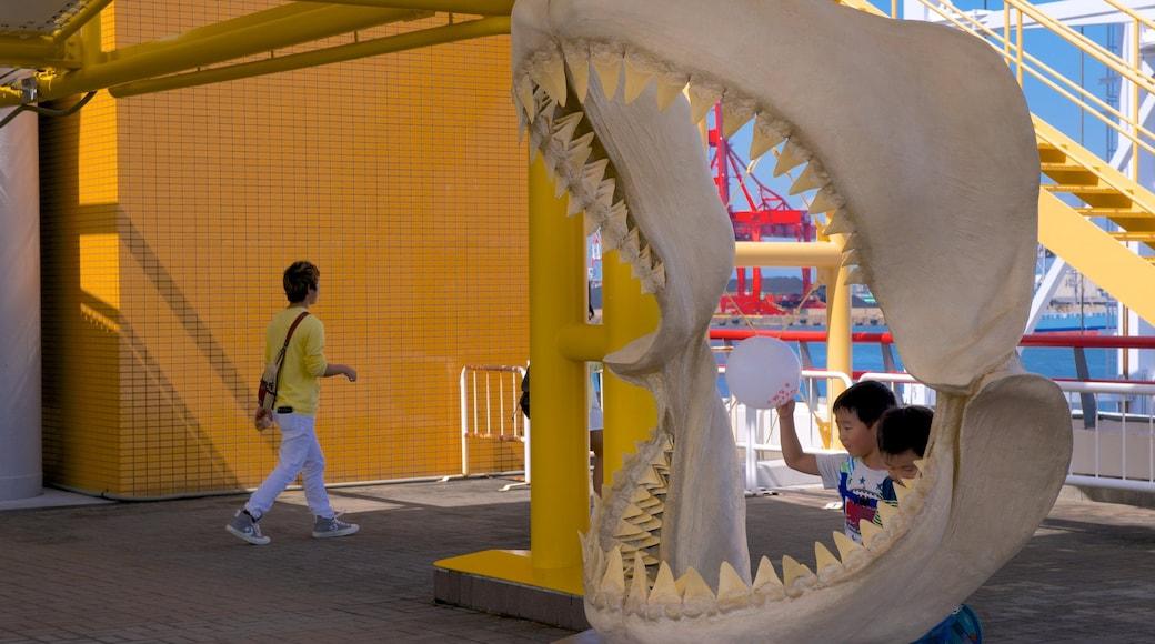 Osaka Aquarium Kaiyukan showing interior views and marine life