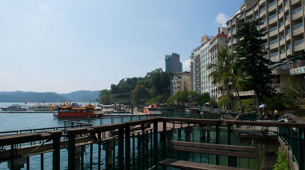 Shueishe 碼頭 设有 湖泊或水池