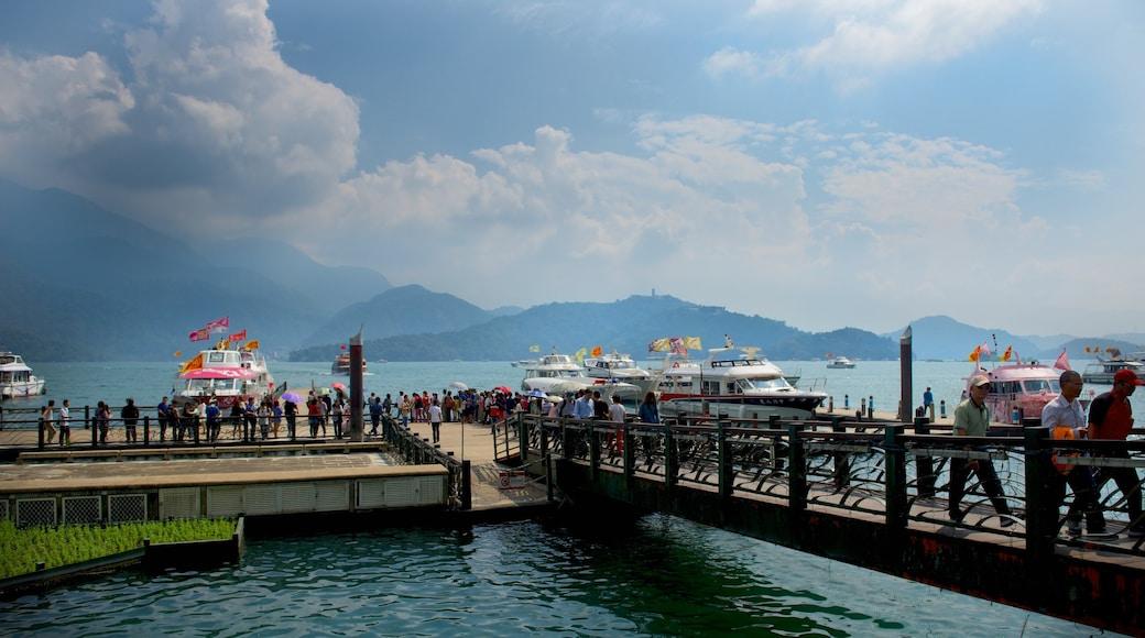 Shueishe 碼頭 其中包括 湖泊或水池