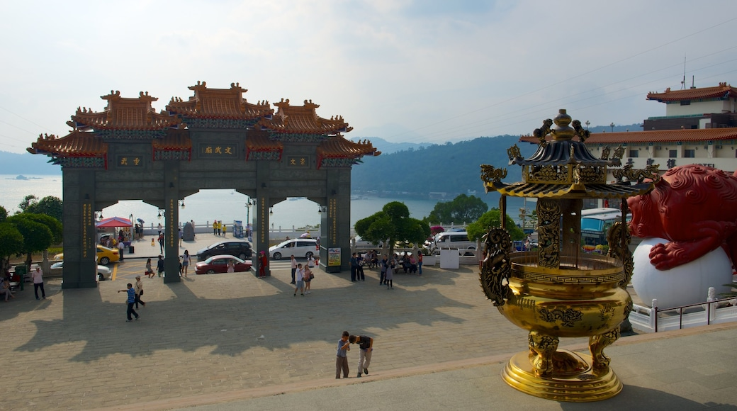 Wen Wu Chao which includes heritage elements and a temple or place of worship