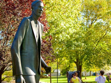 Robert Wadlow Statue