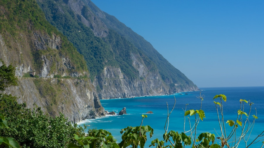 Ching-Shui Cliff showing general coastal views and rocky coastline