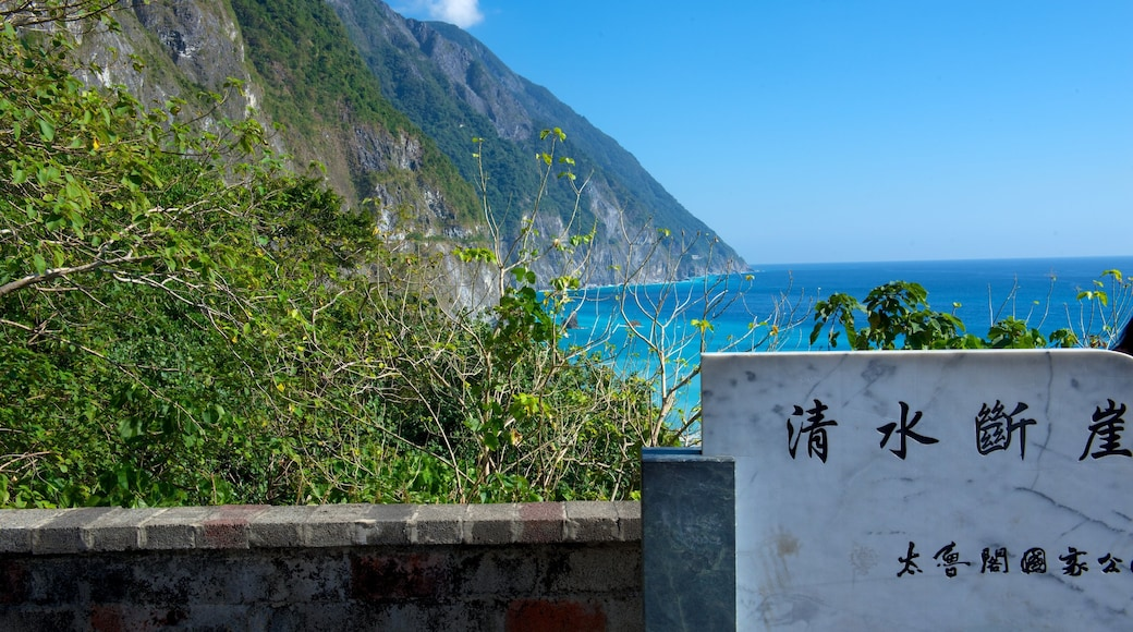 Ching-Shui Cliff featuring signage, rocky coastline and general coastal views