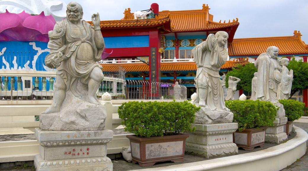 Statue von Guanyin welches beinhaltet Statue oder Skulptur und religiöse Aspekte