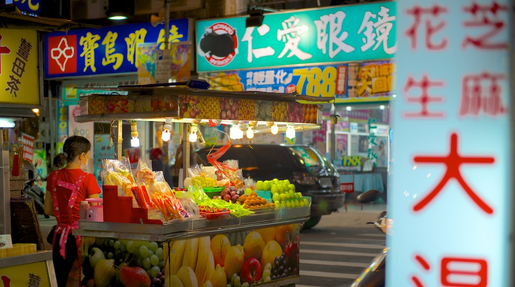 Taoyuan County showing markets, night scenes and a city