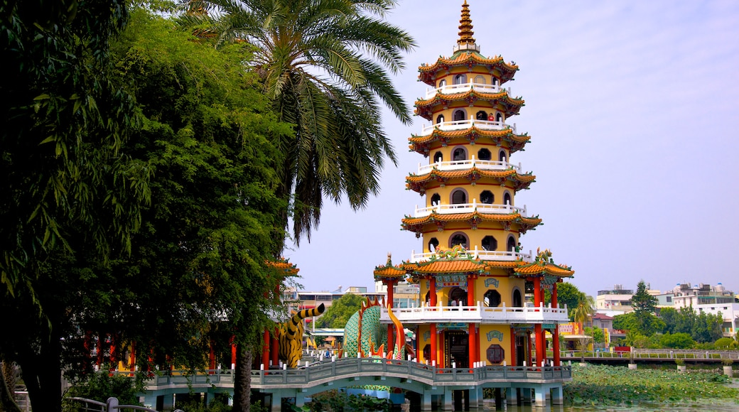 Dragon Tiger Tower showing a temple or place of worship