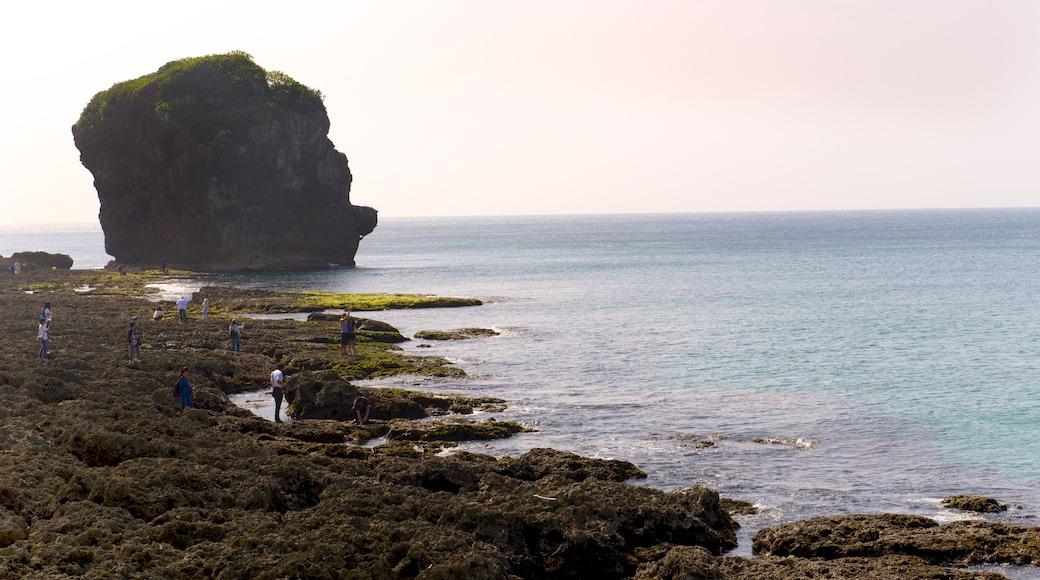 墾丁國家公園 呈现出 崎嶇的海岸線