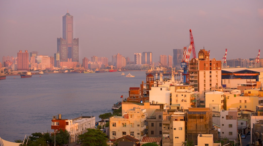 Kaohsiung showing a city