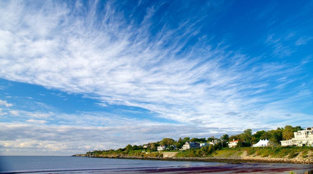 Easton\'s Beach which includes a coastal town and general coastal views