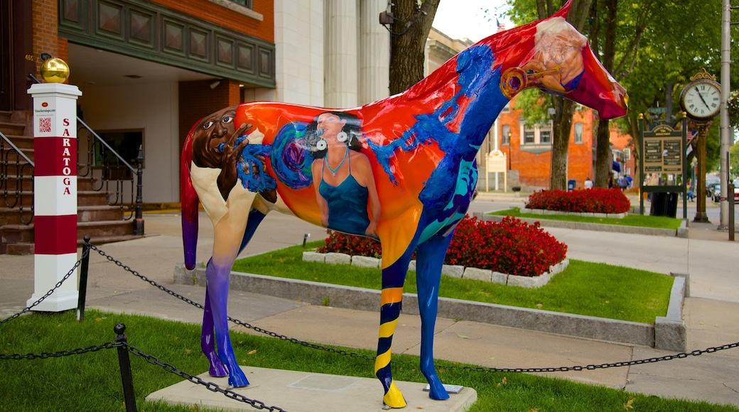 Saratoga Springs mit einem Statue oder Skulptur, Stadt und Outdoor-Kunst