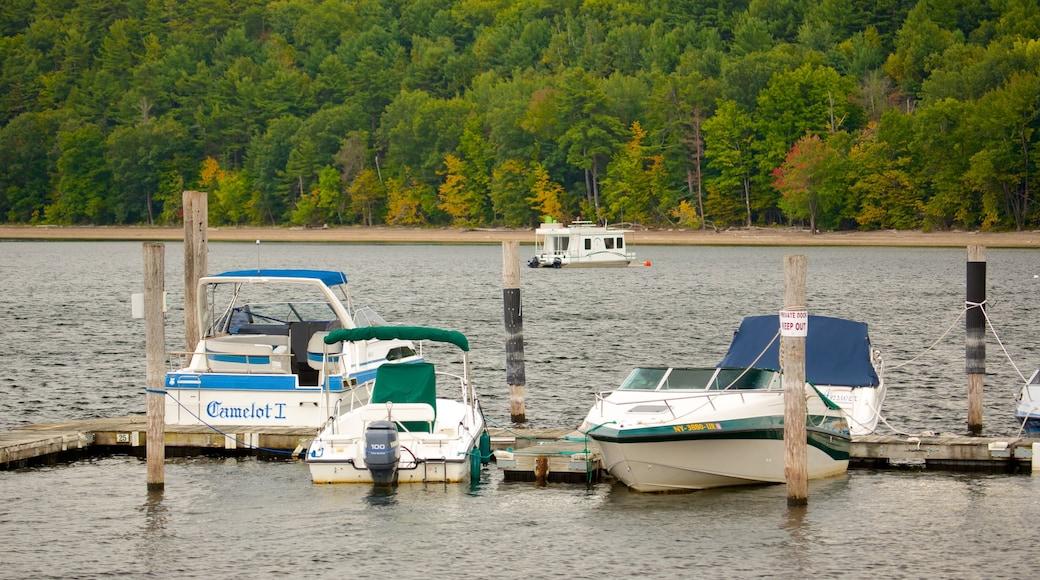 Lake Champlain Ferry caracterizando uma marina e canoagem