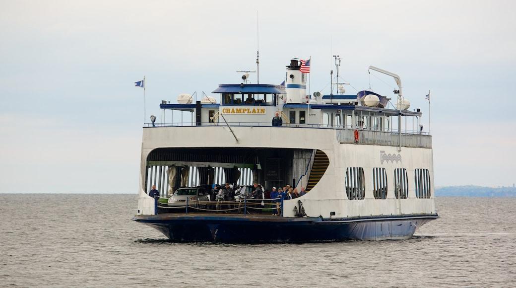 Lake Champlain Ferry mostrando canoagem