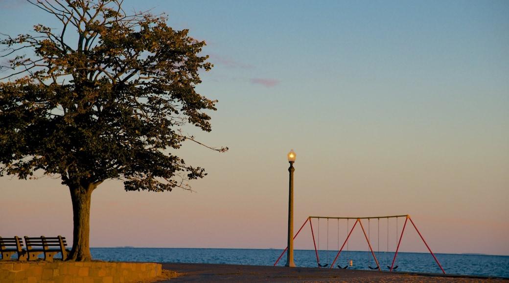 Lighthouse Point Park showing a sandy beach