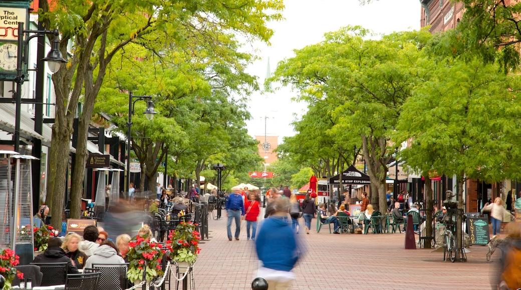 Church Street Marketplace caracterizando mercados e cenas de rua assim como um grande grupo de pessoas