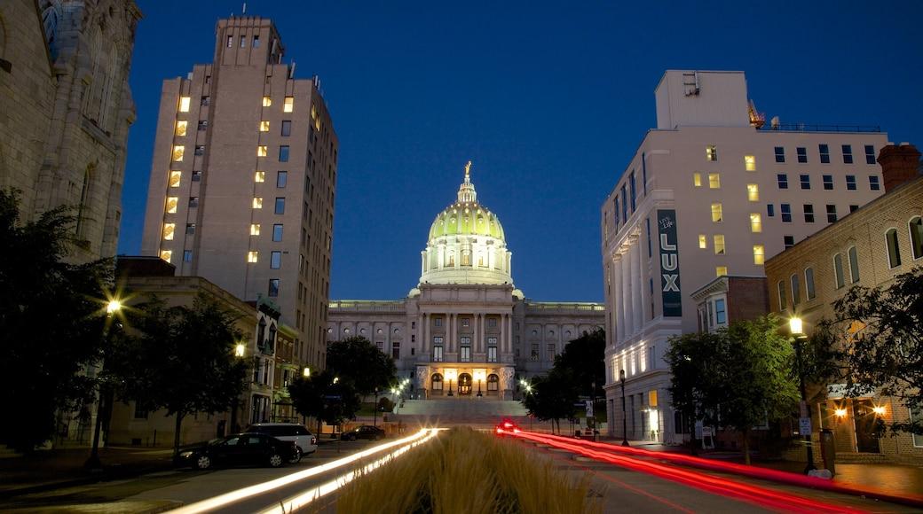 Capitólio Estadual da Pensilvânia mostrando cenas de rua e cenas noturnas