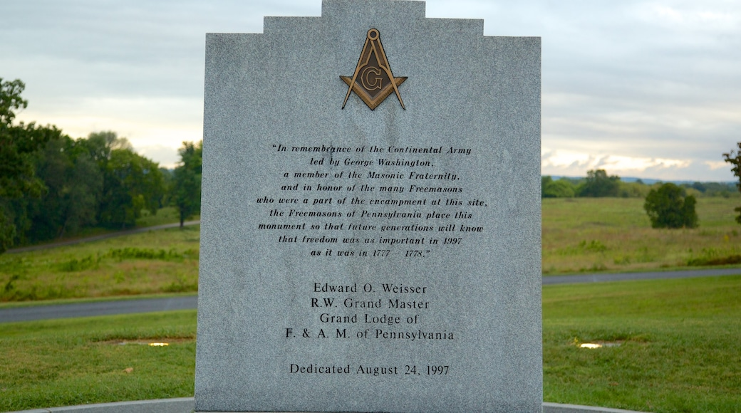 Valley Forge National Historic Park showing a memorial and heritage elements