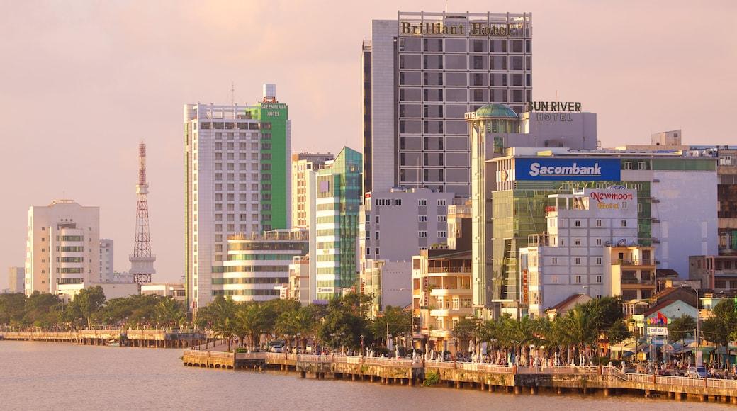 Sông Hàn có tính năng hoàng hôn, thành phố và sông lạch