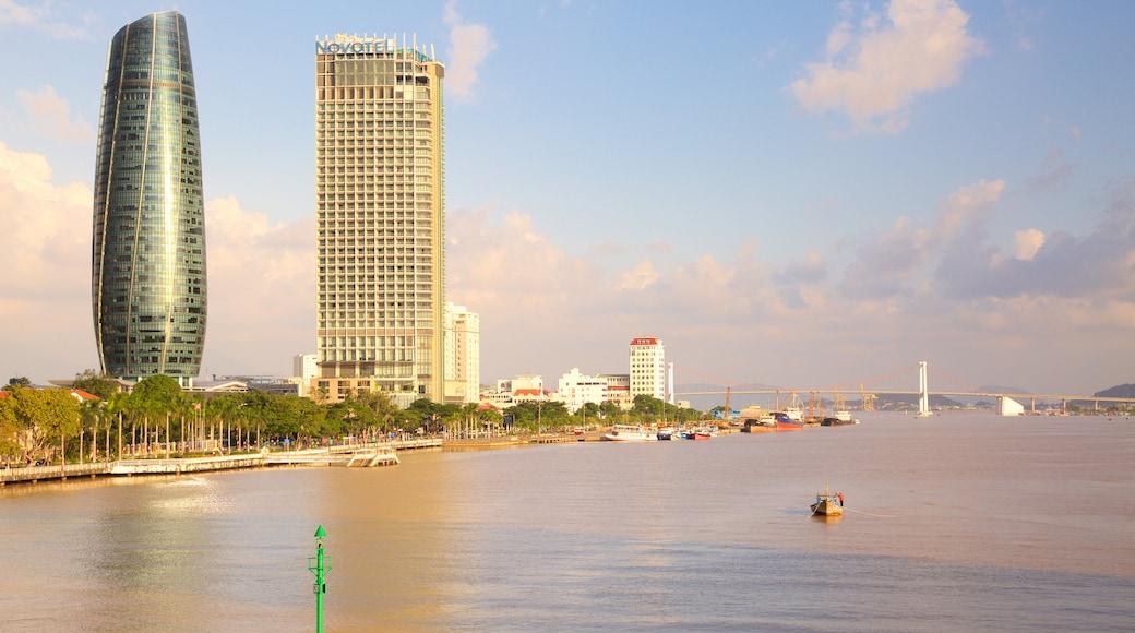 Sông Hàn trong đó bao gồm tòa nhà chọc trời, sông lạch và kiến trúc hiện đại
