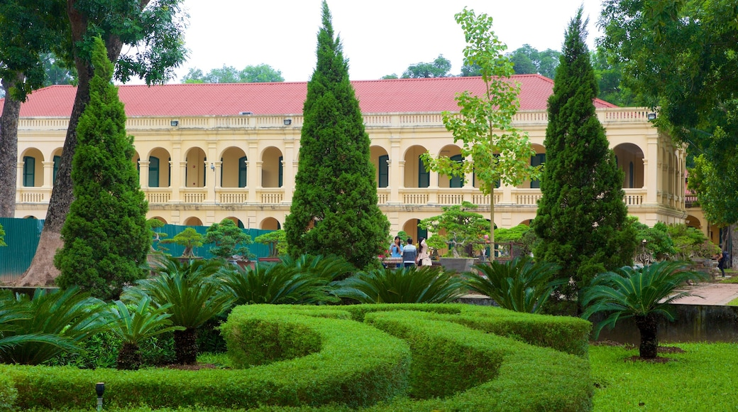 Hanoi Citadel showing a garden and heritage architecture