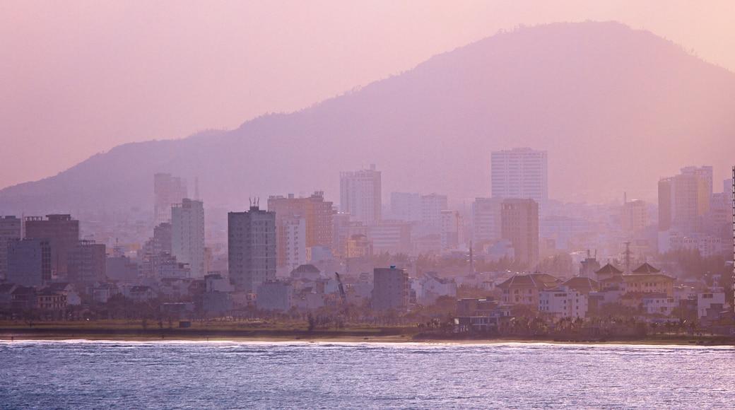 Núi Sơn Trà có tính năng sương mù và thị trấn duyên hải