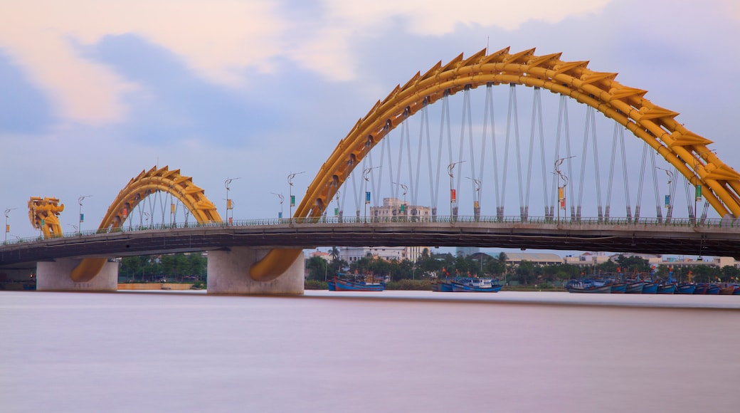 Da Nang which includes a bridge and modern architecture
