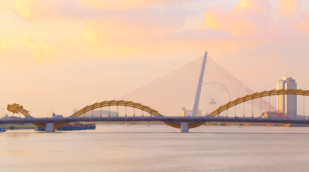 Da Nang featuring modern architecture and a bridge