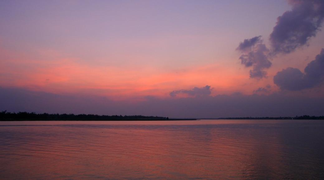 越南 设有 綜覽海岸風景, 山水美景 和 夕陽