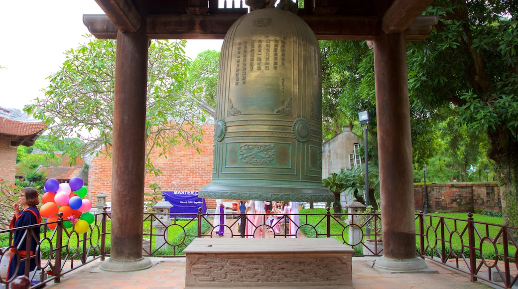 Temple of Literature showing a temple or place of worship