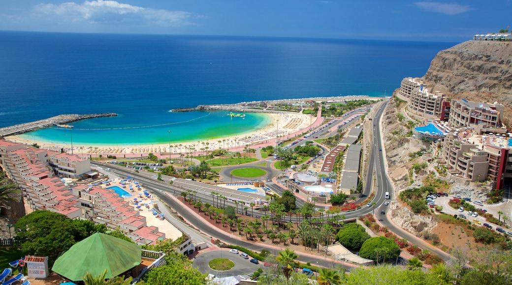 Amadoresin uimaranta joka esittää kaupunki, yleiset rantanäkymät ja ranta
