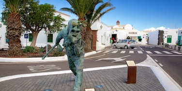 Teguise featuring a statue or sculpture and a city