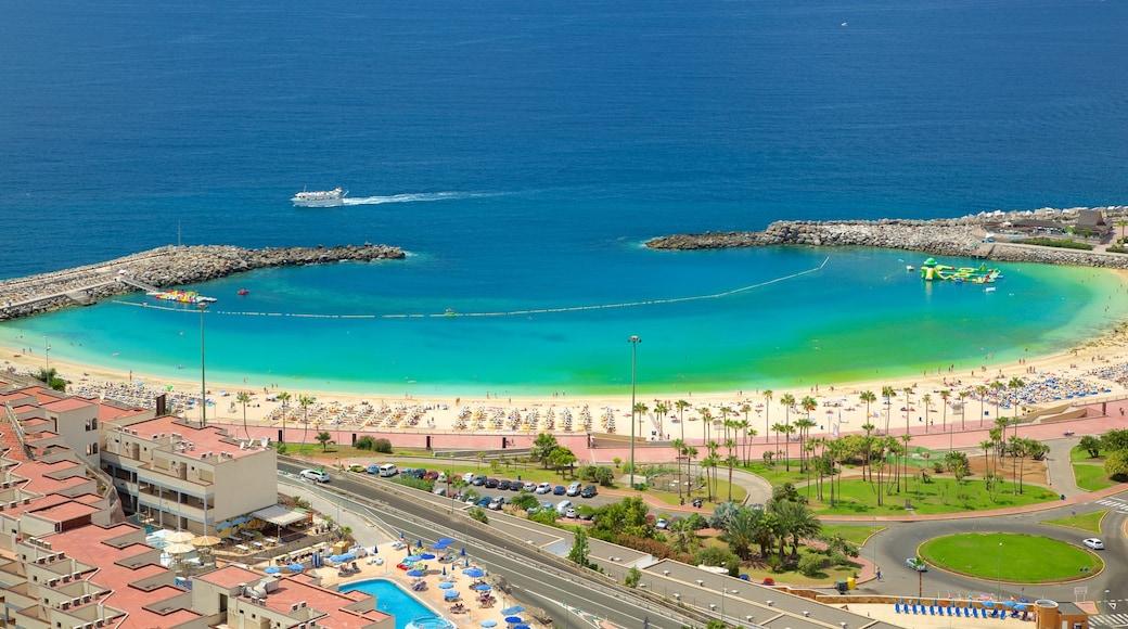 Amadoresin uimaranta johon kuuluu kaupunki, ranta ja rannikkokaupunki