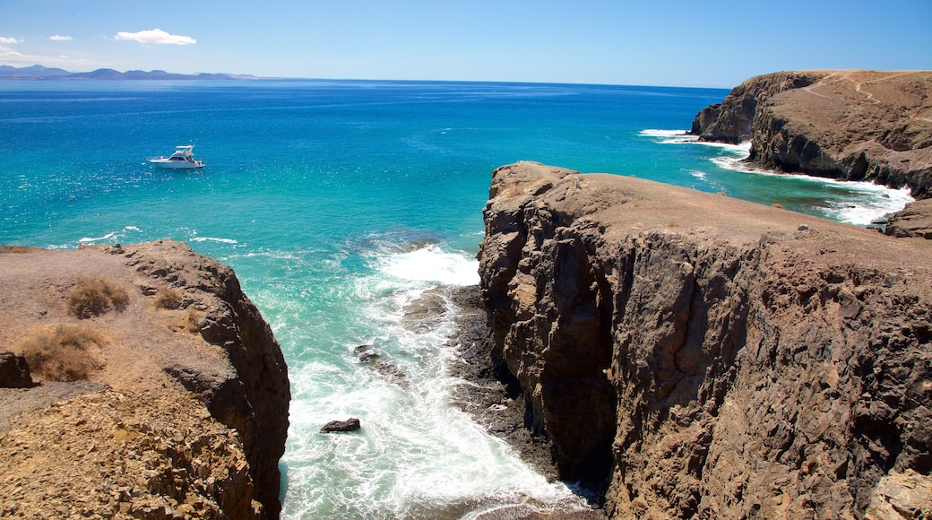 Papagayo Beach which includes boating, rugged coastline and general coastal views