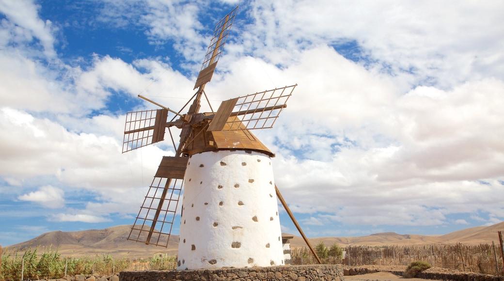 El Cotillo das einen Windmühle und ruhige Szenerie