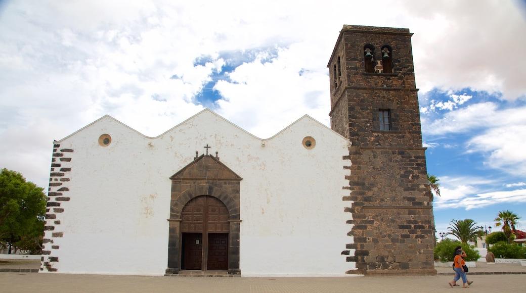 La Oliva que incluye una iglesia o catedral