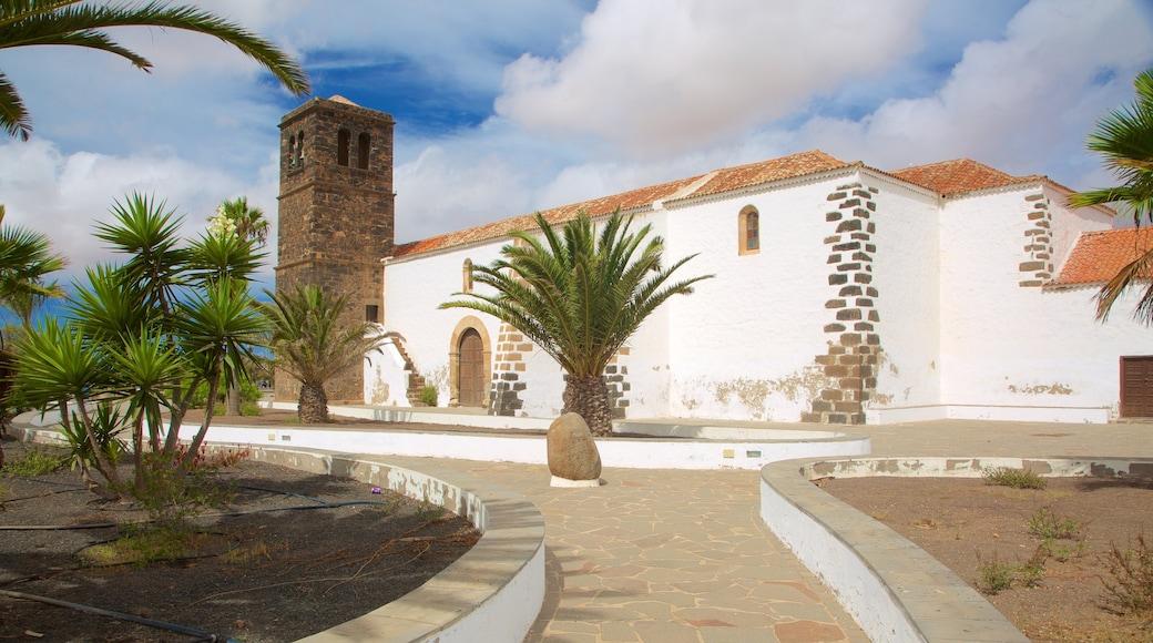 La Oliva que incluye un parque y arquitectura patrimonial