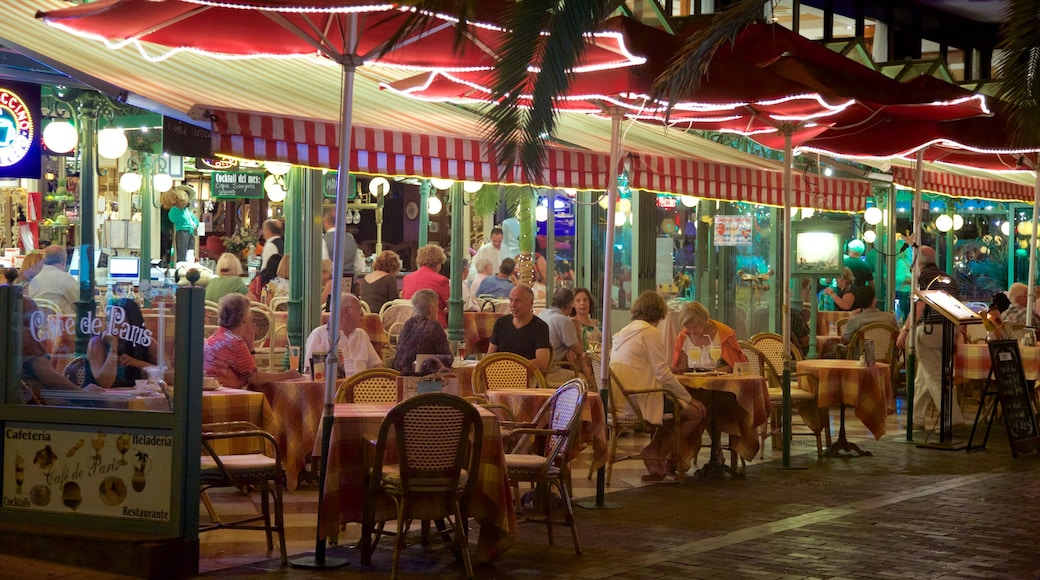 Puerto de la Cruz showing outdoor eating and night scenes as well as a large group of people