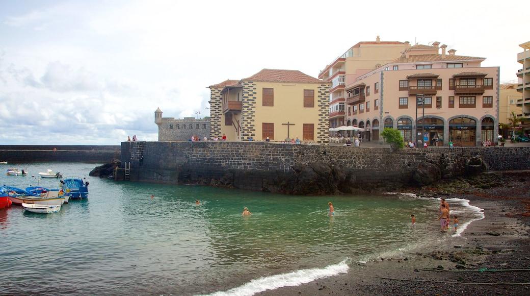 Puerto de la Cruz featuring rannikkokaupunki, veneily ja lahti tai satama