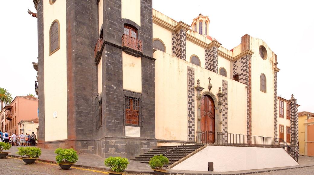 La Orotava bevat historische architectuur en een kerk of kathedraal