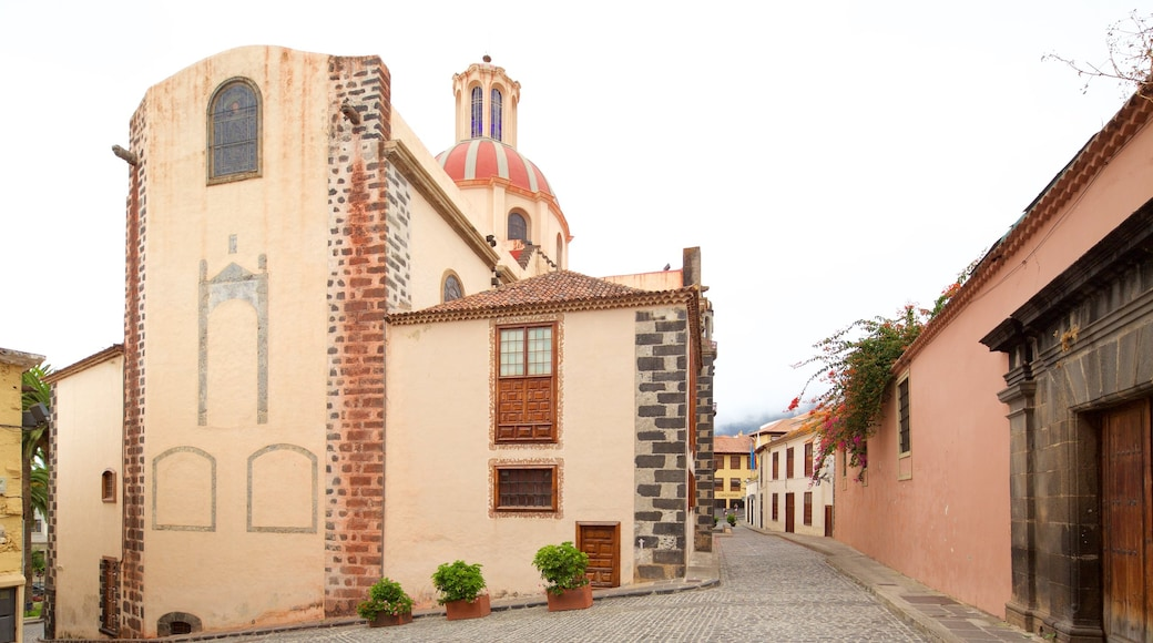 La Orotava showing a city and heritage architecture