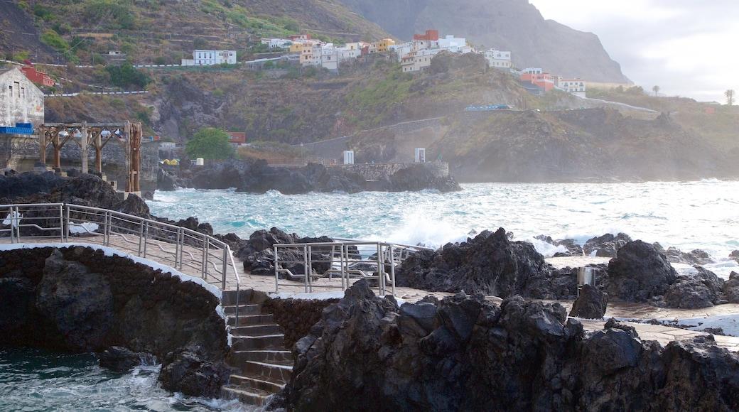 Garachico ofreciendo litoral rocoso y una localidad costera