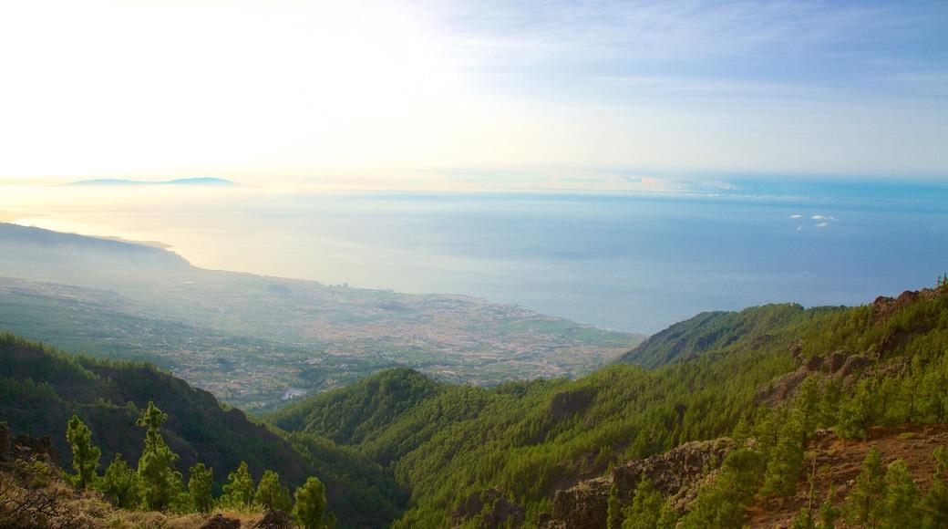 Santiago del Teide som omfatter en solnedgang, udsigt over kystområde og udsigt over landskaber
