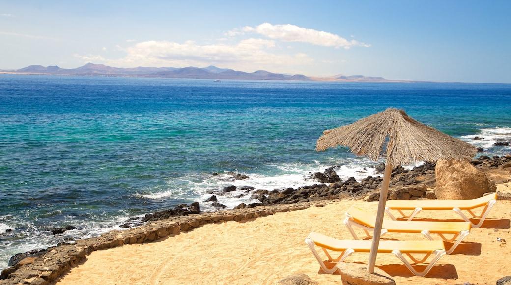Playa Blanca welches beinhaltet allgemeine Küstenansicht und Sandstrand