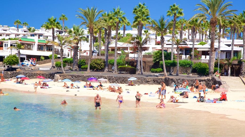 Playa Blanca welches beinhaltet allgemeine Küstenansicht, Küstenort und Strand