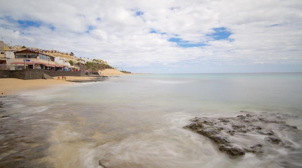 Morro Jable das einen Sandstrand und allgemeine Küstenansicht
